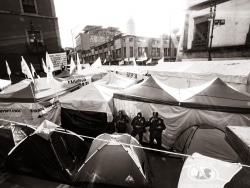 Un campement est érigé à Mexico pour dénoncer le manque d'aide du gouvernement pour les victimes du tremblement de terre