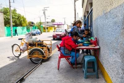L'entrée et le lunch des travailleurs et des travailleuses d'usines de vêtement de Tehuacan