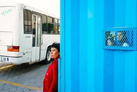 Dans les grandes usines de Tehuacan, les travailleurs et travailleuses peuvent avoir à faire plusieurs heures d'autobus par jour pour se rendre au travail.