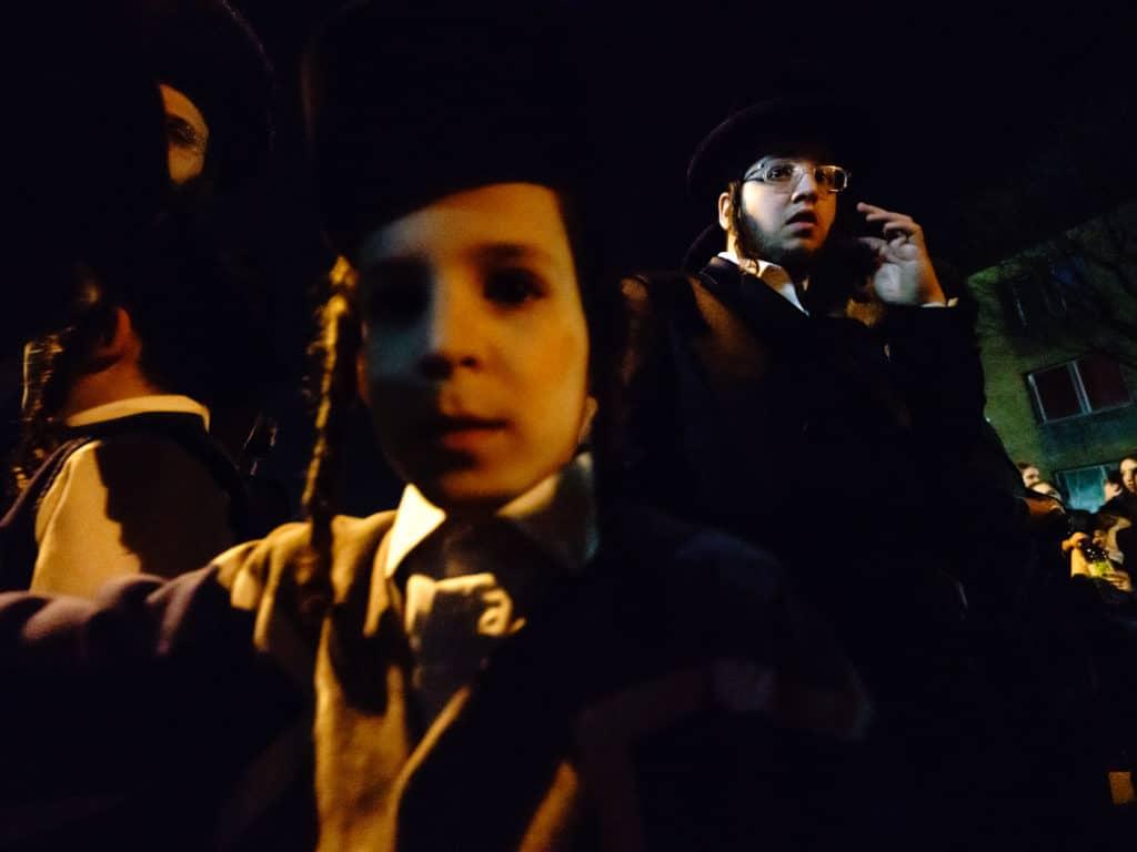 Des-milliers-de-personnes-pour-célébrer-la-venue-du-rabbin-Yissachar-Dov-Rokeach